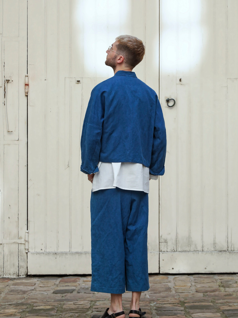Jacket : JOE Indigo blue Shirt : BASIL White Pants : PIERRE Indigo blue
