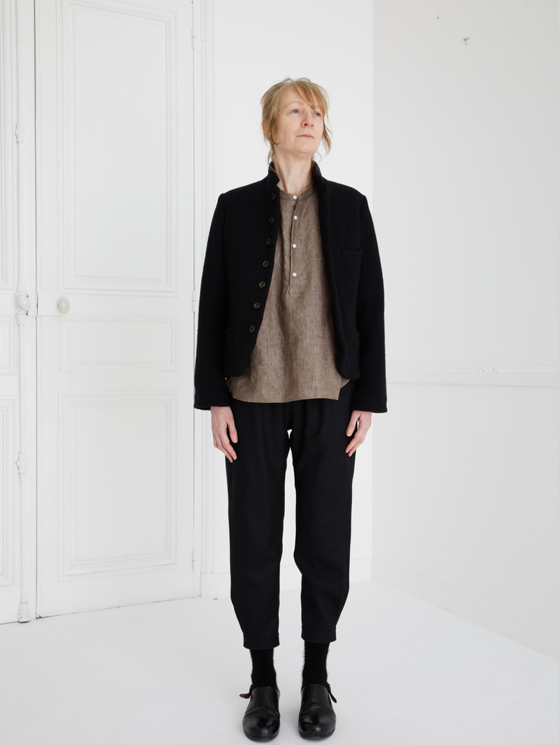 Jacket : JANE Black SHIRT : SCOTT Soil brown Pants : PHILIP Black