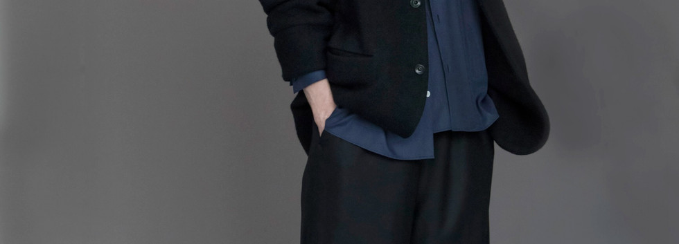 Jacket : EDOUARD Dark Navy Shirt : STEPHANE Navy Pants : PIERRE Black x Green