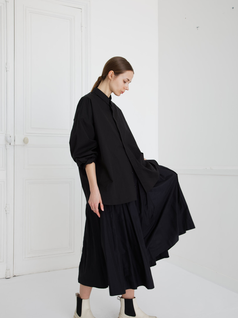 Shirt : SAM Black Skirt : SOLANGE Silk cotton Black
