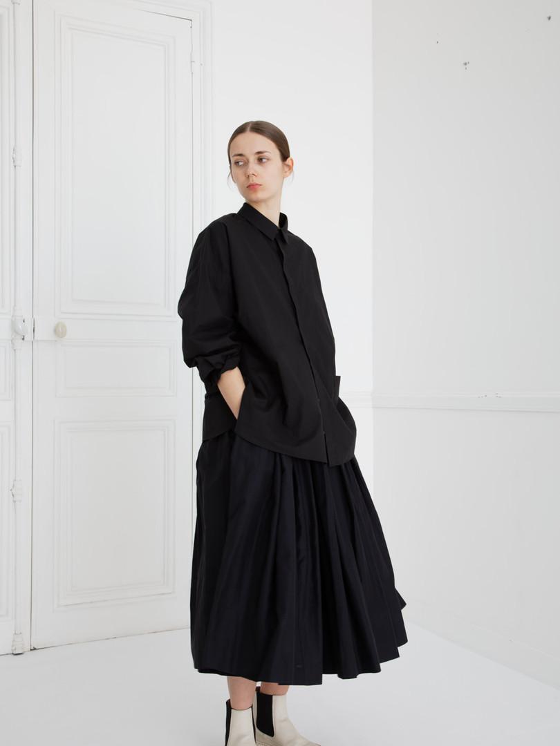 Shirt : SAM Black Skirt : SOLANGE Silk cotton Black