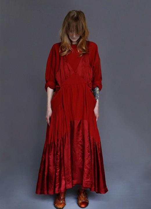 Shirt : SILVAN Red Dress : CARAVAGGIO Red