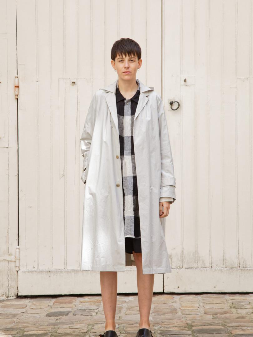 Coat : MARTIN Greige Top : STANLEY Beige/ Black Pants : PATRICE  Black