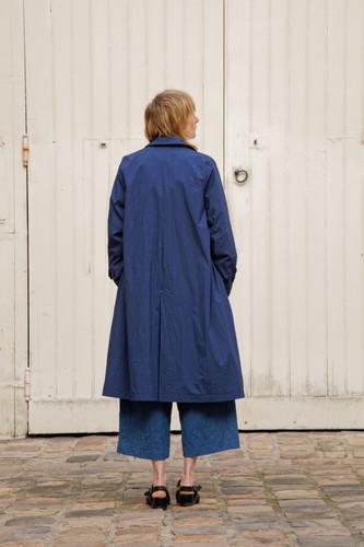 Coat : MARTIN Navy Jacket : JANE Indigo blue Shiet : BASIL White Pants : PIERRE Indigo blue