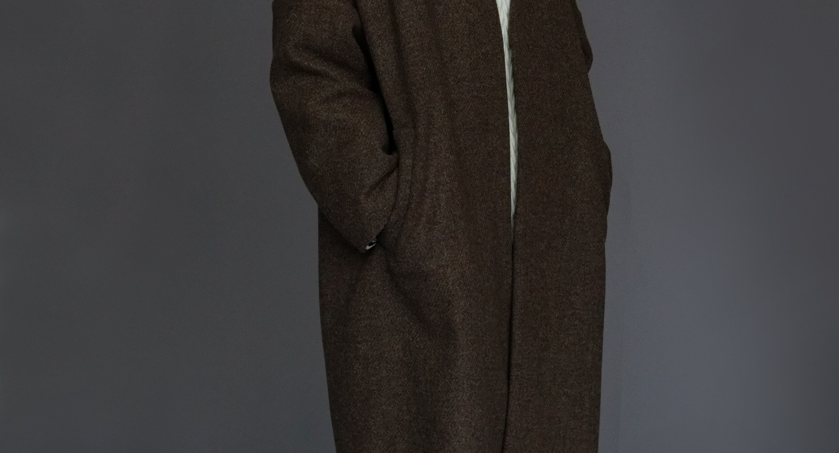 Coat : CESARE Taup Tops : MIGUEL Ivory Pants : PHILIP