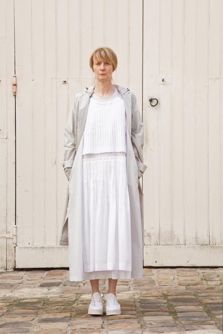 Coat : MARTIN Greige Dress : AGNES White / Light grey