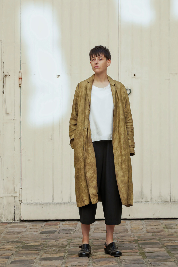 Coat : MARTIN Brass Top : THIBAUD White Pants : PIERRE Black