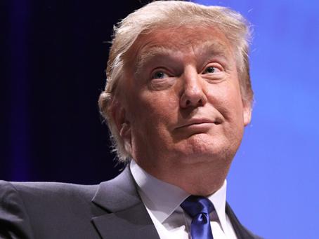 Juez multa a Trump con $2 millones por mal uso de fundación benéfica