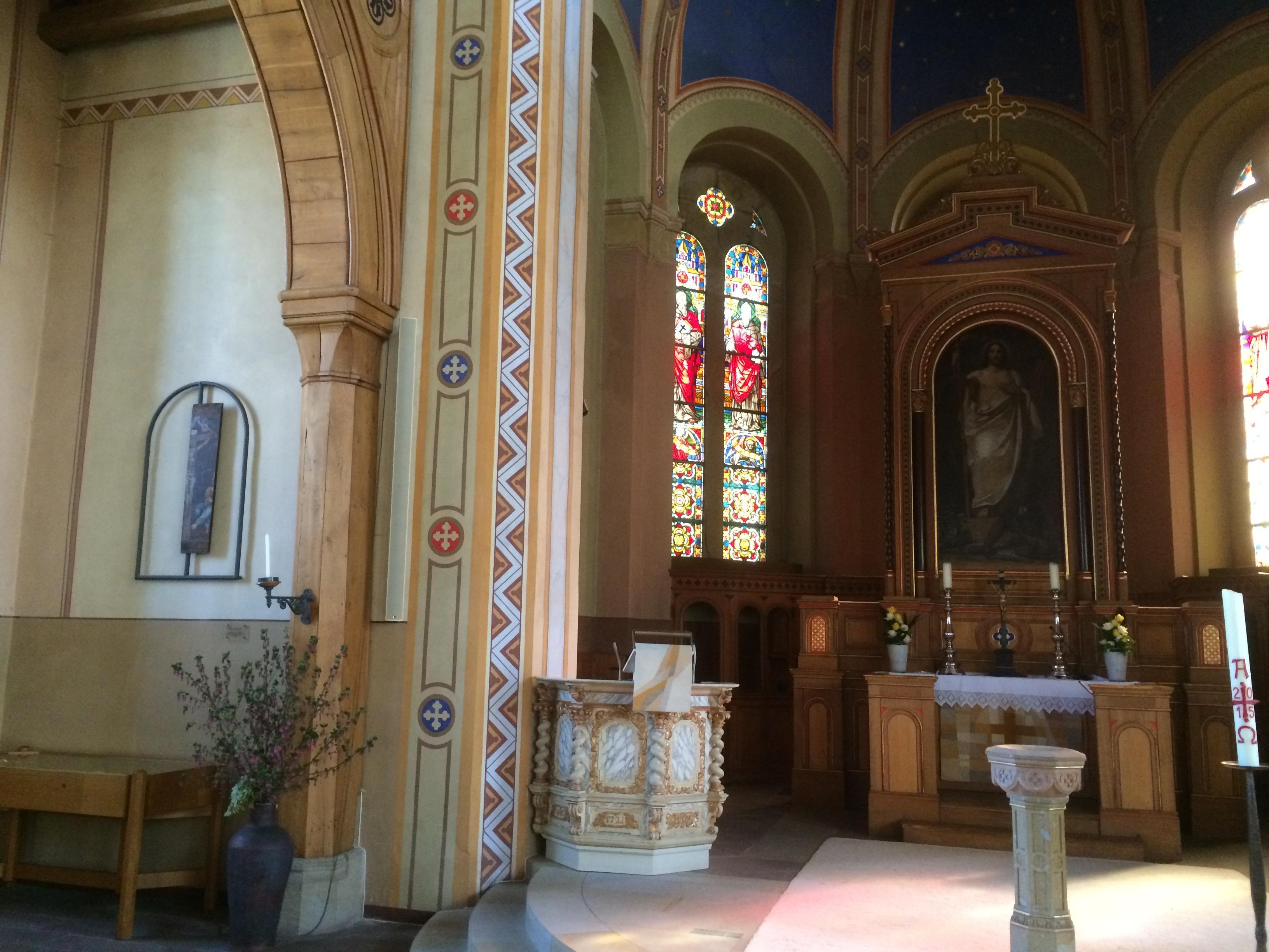 Kolibri-Medias-Kirche-Lautsprecher-Wand