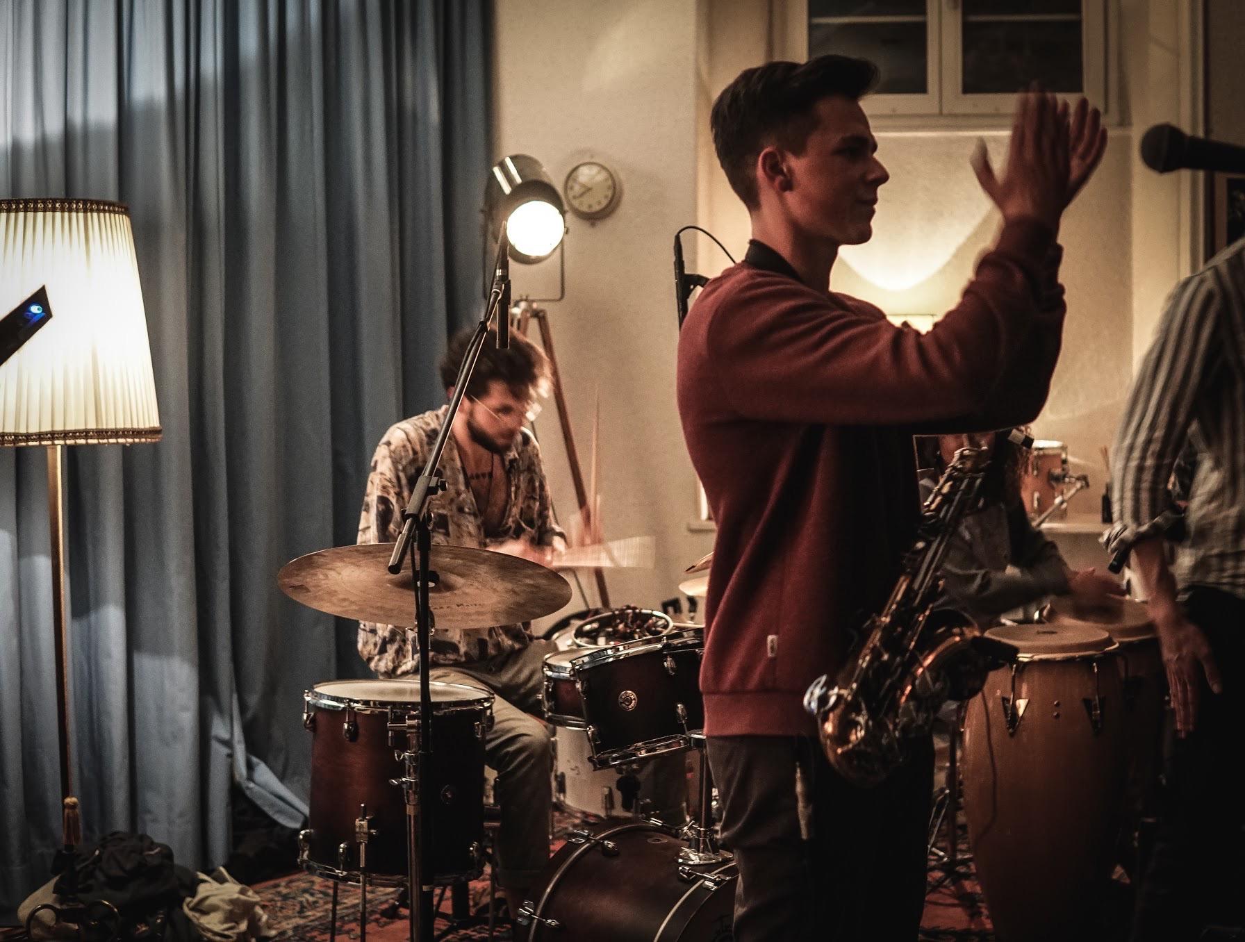 Kevin Gabriel (Melodiesinfonie), drums & Mathieu Bitz (inemusige), alto sax
