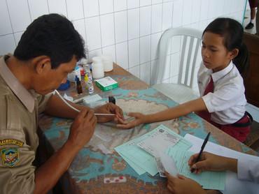 Kind-bei-der-Gesundheitsvorsorge.jpg