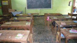 Neue Schulmöbel für 2 Grundschulen in Binangun