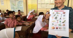 Anna unterrichtet in zwei indonesischen Schulen