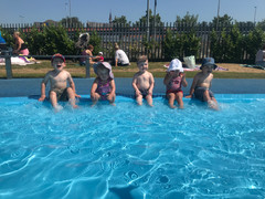 Day out splashing in the paddling pool!
