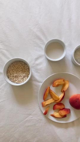 Peaches & Cream Oatmeal (vegan, gluten free, naturally sweetened)