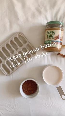 Chocolate Peanut Butter Shake (vegan, gluten free, naturally sweetened)