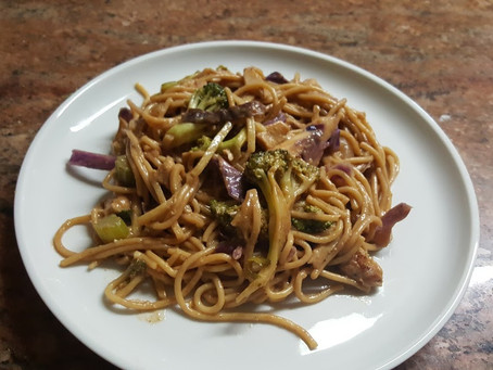Spaghetti with Broccoli and Red Cabbage