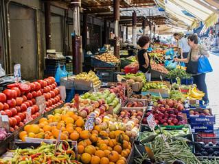 Торгуя на розничных рынках продовольственными товарами с открытых прилавков, можно обойтись без касс