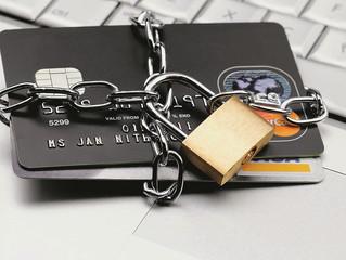 При наложении ареста на безналичные деньги они не могут быть переданы на хранение кому-либо
