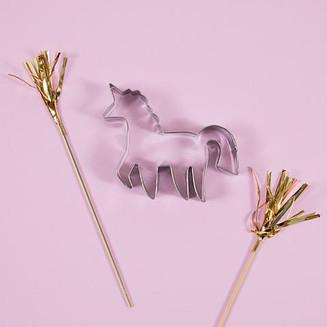 meri_meri_unicorn_cake_cutter_altshot_large.jpg