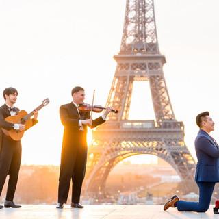 Paris-photographers-Eiffel-Tower-Proposa
