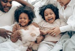 happy-family-smiling-4545205.jpg