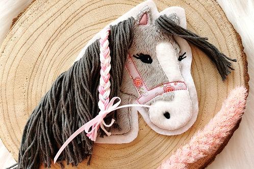 """Aufnäher/Patch Pferd """"Lulu"""" (grau mit grauer Wollmähne)"""