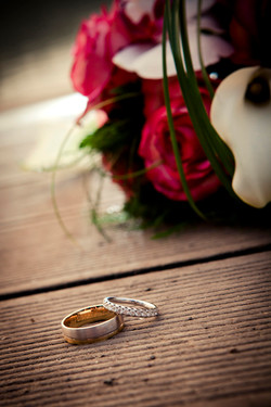 Bouquet de mariee et alliances