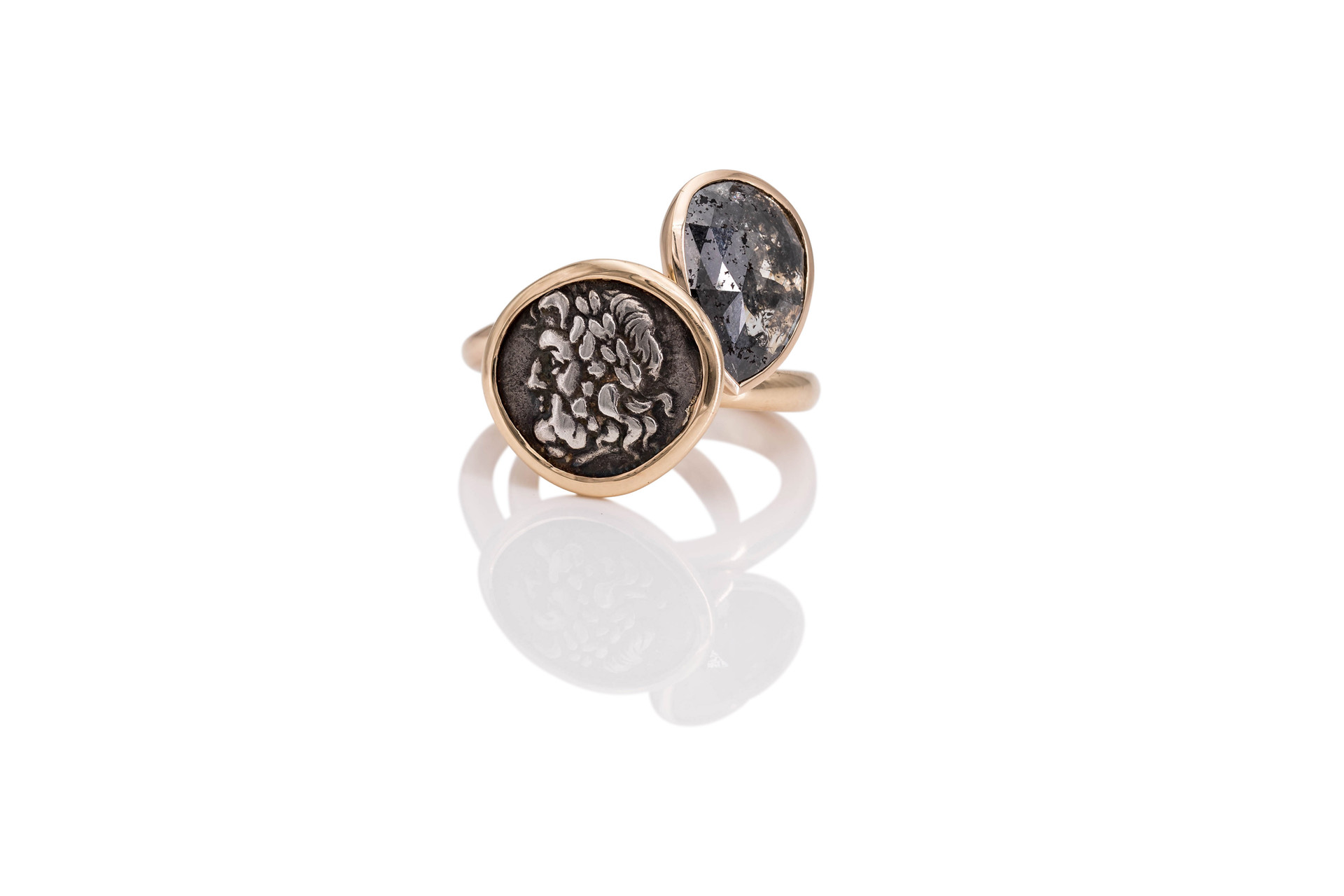 18k GOLD RING ZEUS ancient greek coin 345 b.c.  Zeus is the supreme Olympian god and more powerful than any other Greek gods together.   18k GOLD RING DIAMOND rosecut diamond 3,6 ct grey