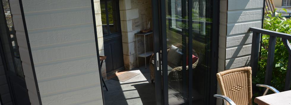 Terrasse donnant sur la véranda
