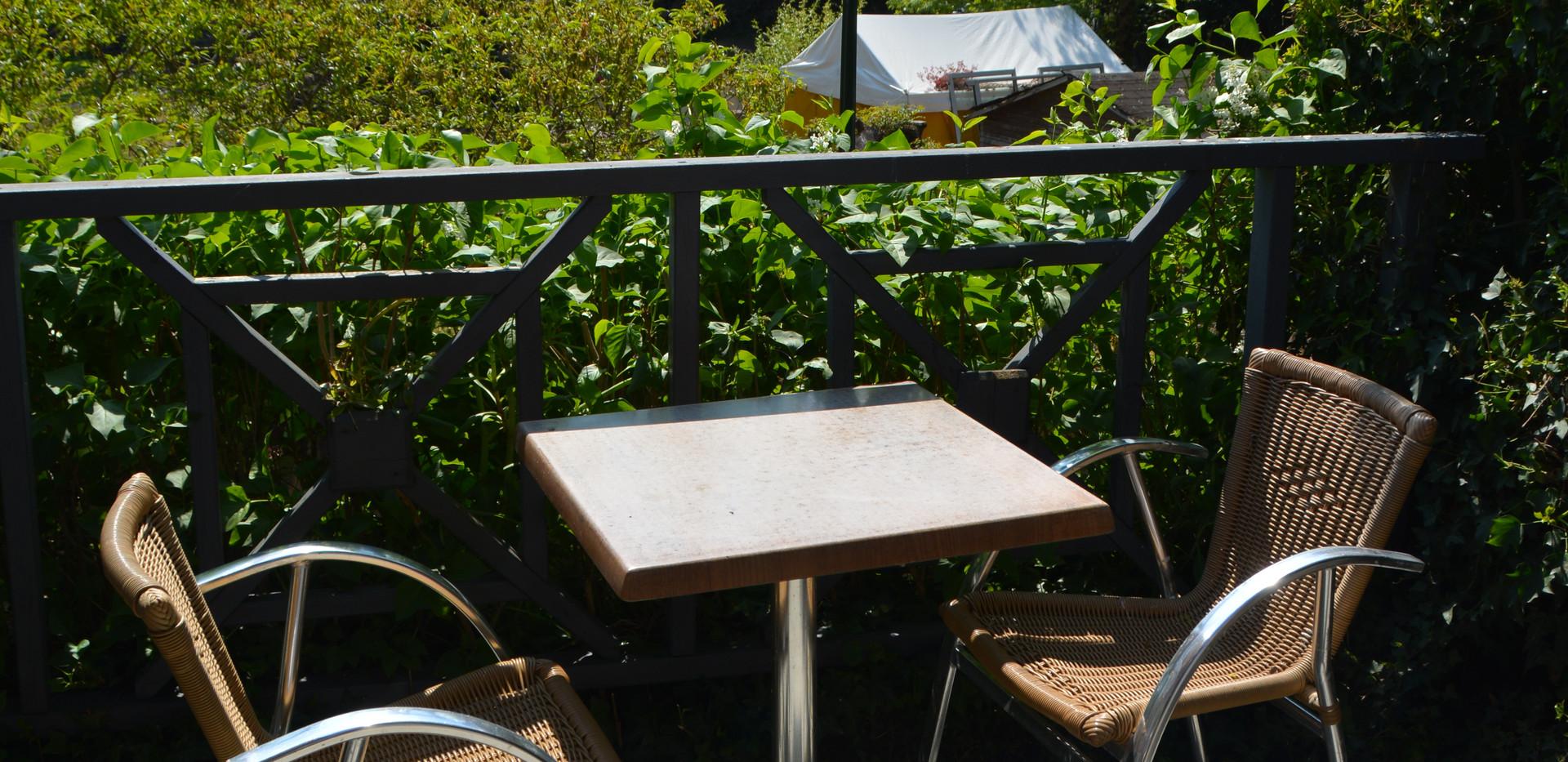 Terrasse avec une belle vue sur la mayen