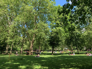 RUSSELL SQUARE: TAKING A BREAK IN CENTRAL LONDON