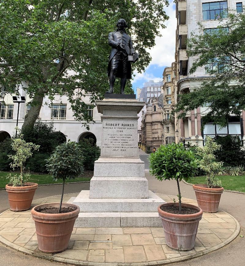 The robert Reikes Statue