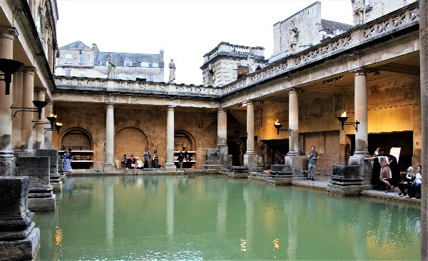 The main bath in the daytime