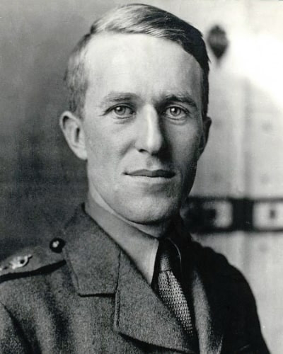 TE Lawrence in his army uniform during World War I.