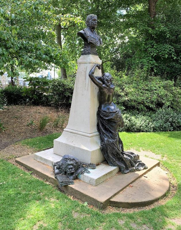 The Arthur Sullivan Statue