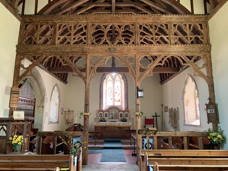 The nave inside the church at Ebbesbourne Wake