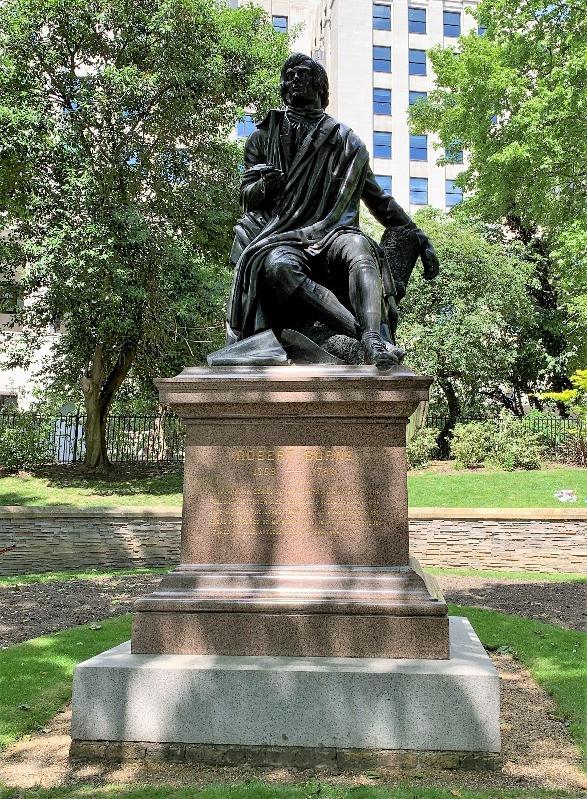 Robert Burns statue in Victoria Embankment