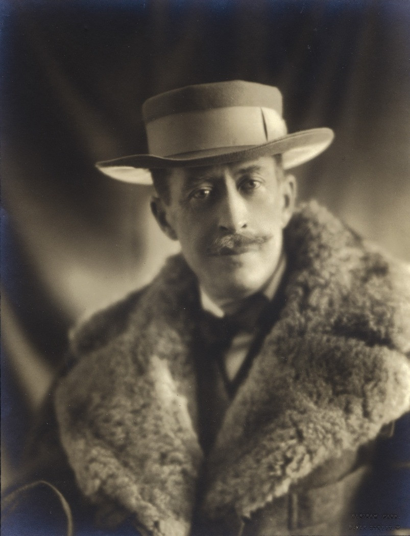 A black and white photo of the 5th Earl of Carnarvon