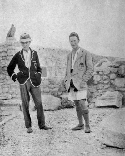 A black and white photo of Lawrence with Woolley on a dig.