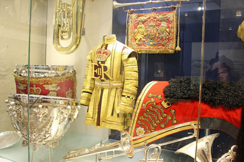 A display of drums and uniforms i the Hosehold Cavalry Museum.