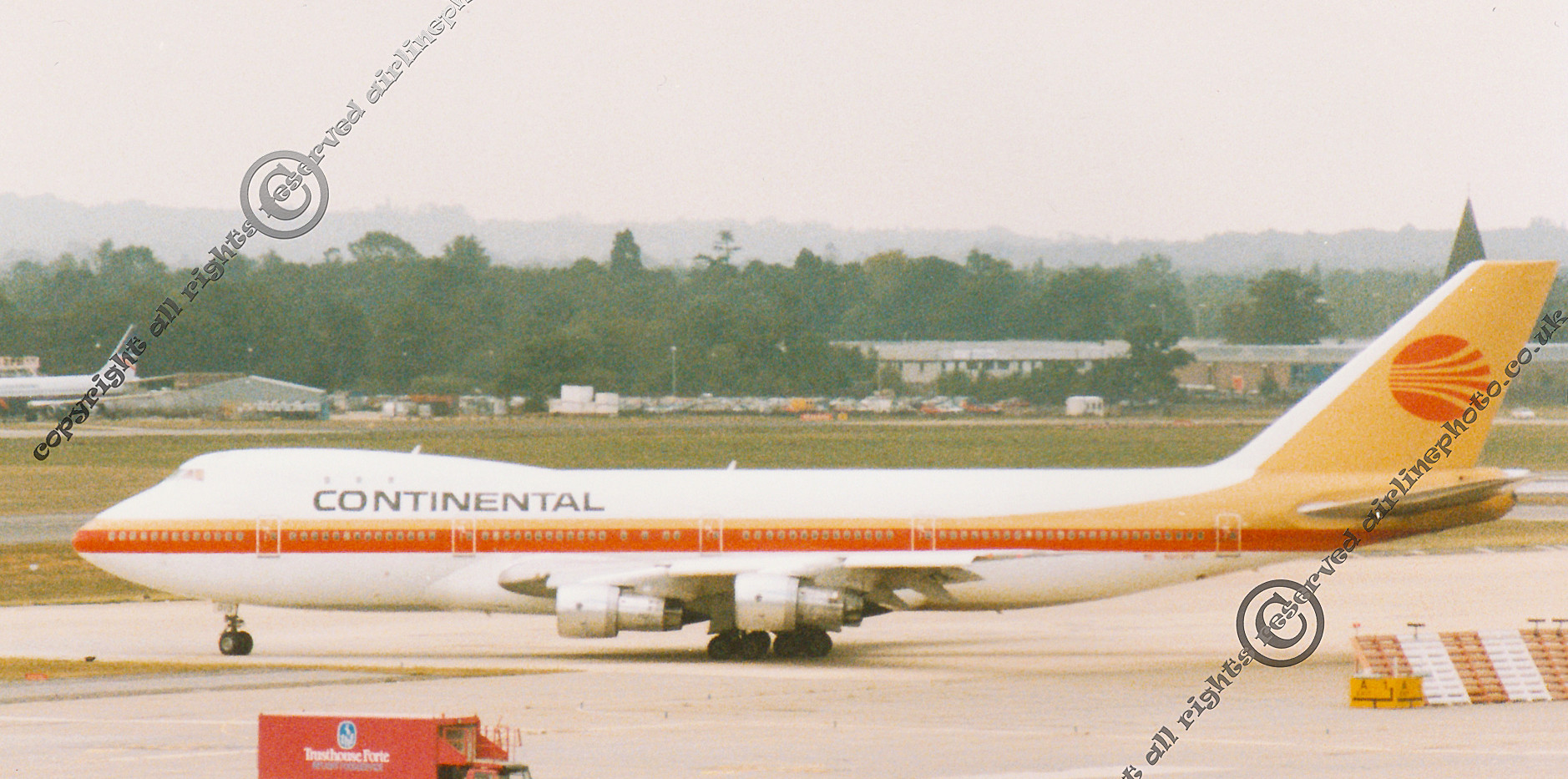 N603PE-Continental-747-LGW-1989.jpg
