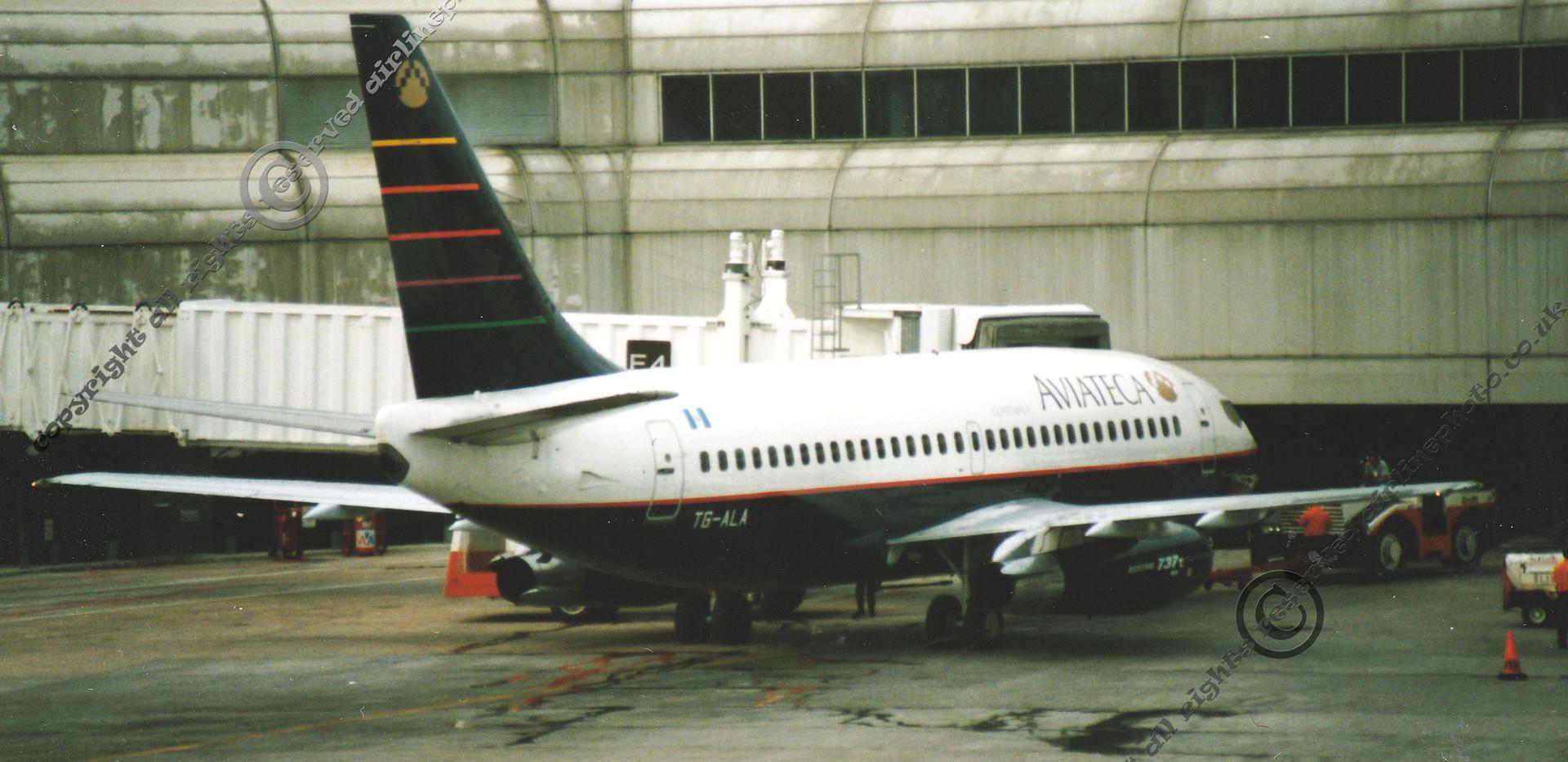 TG-ALA-Aviateca-737-MIA-1992.jpg