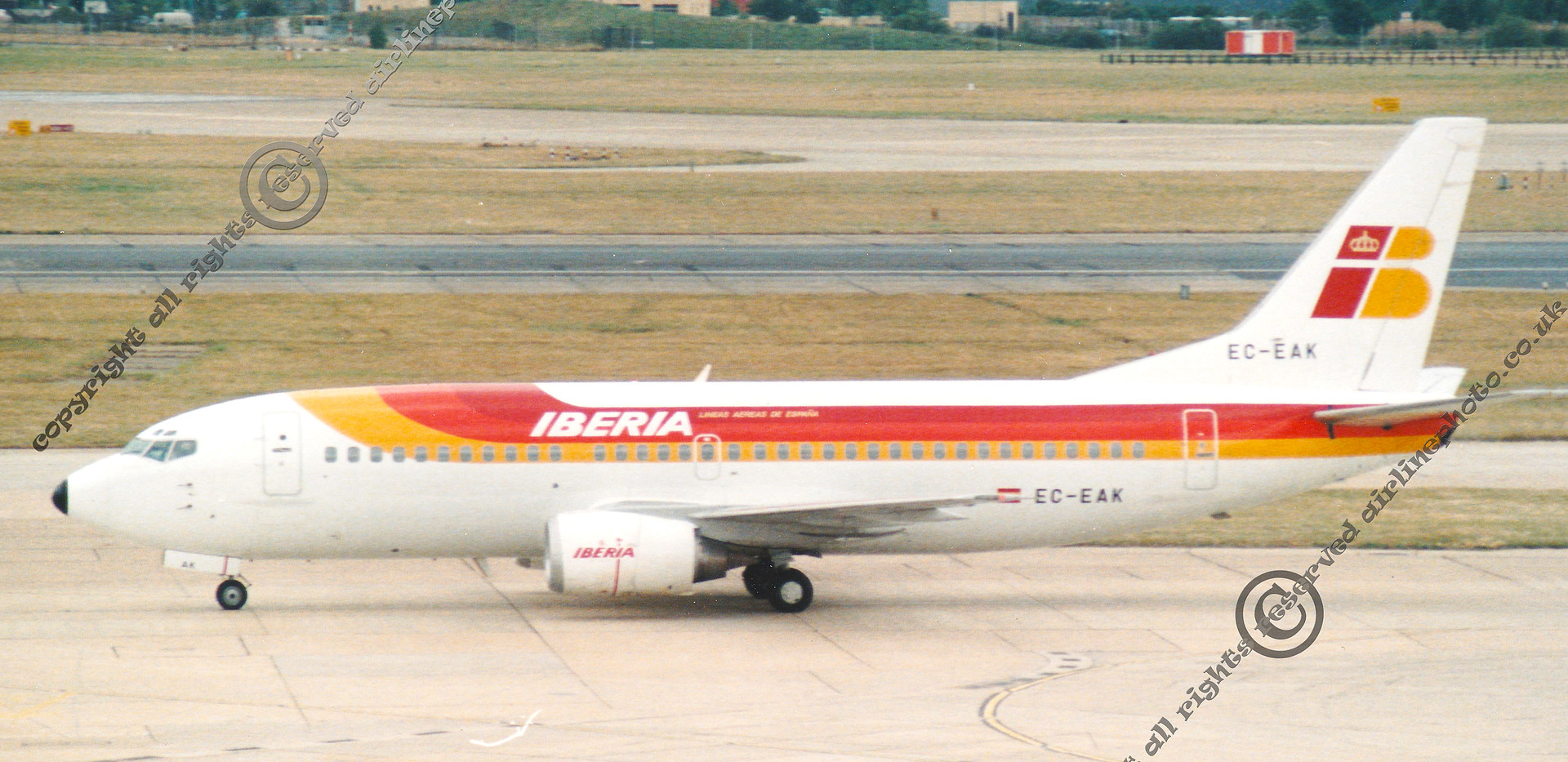 EC-EAK-Iberia-737-LHR-1989.jpg