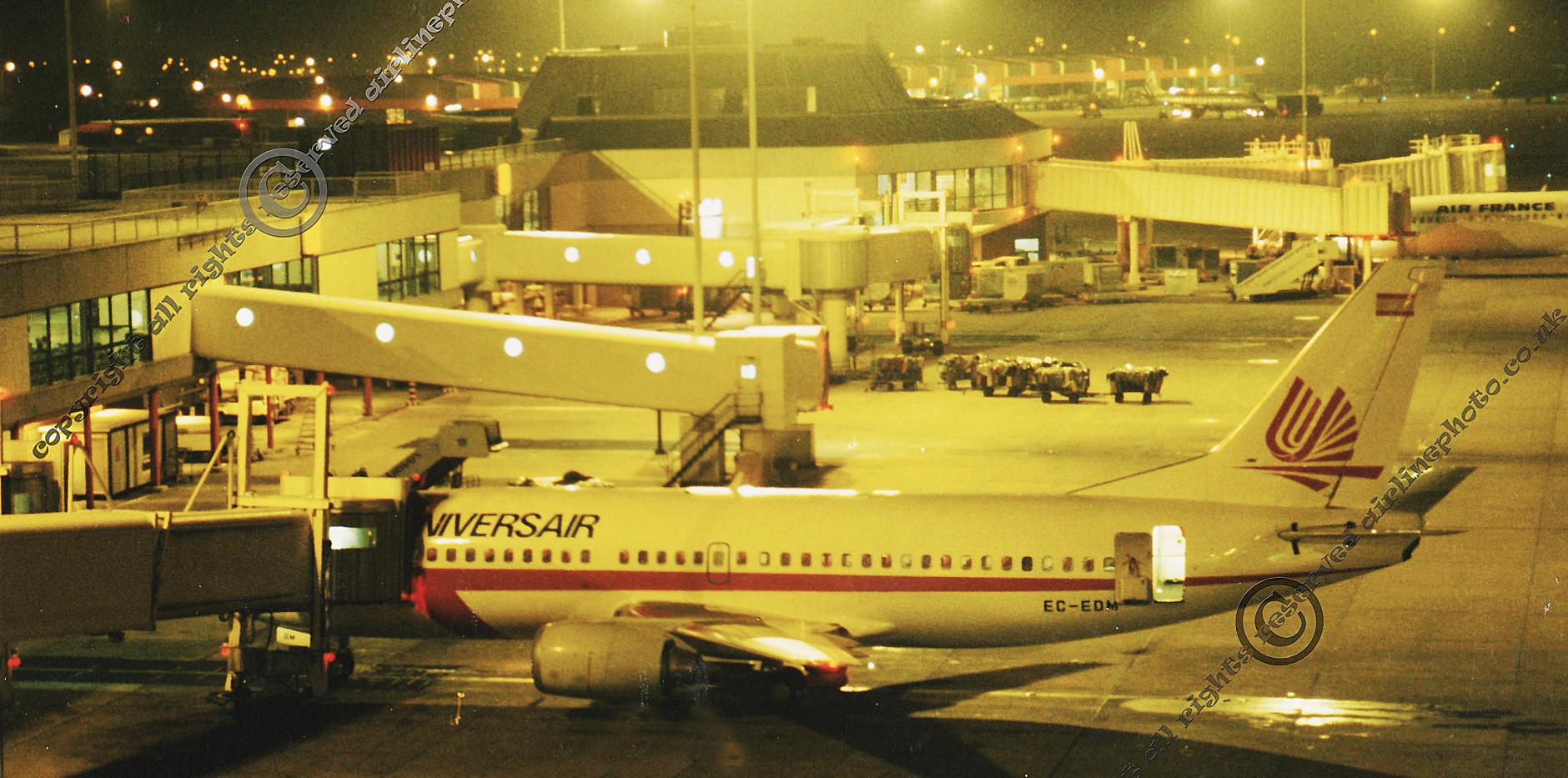 EC-EDM-Universair-737-MAN-1988.jpg