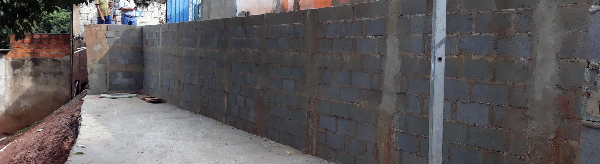 Construção de Muro de Contenção