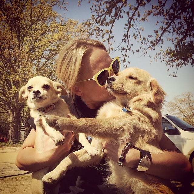 Miranda Lambert & Puppies