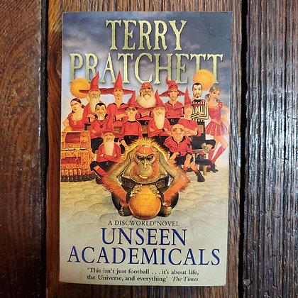 Pratchett, Terry : UNSEEN ACADEMICALS - Papaerback