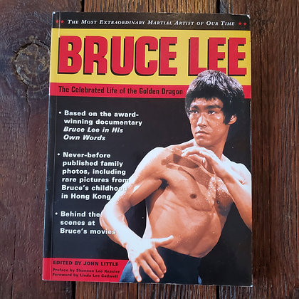 BRUCE LEE The Celebrated Life of the Golden Dragon - Softcover Book