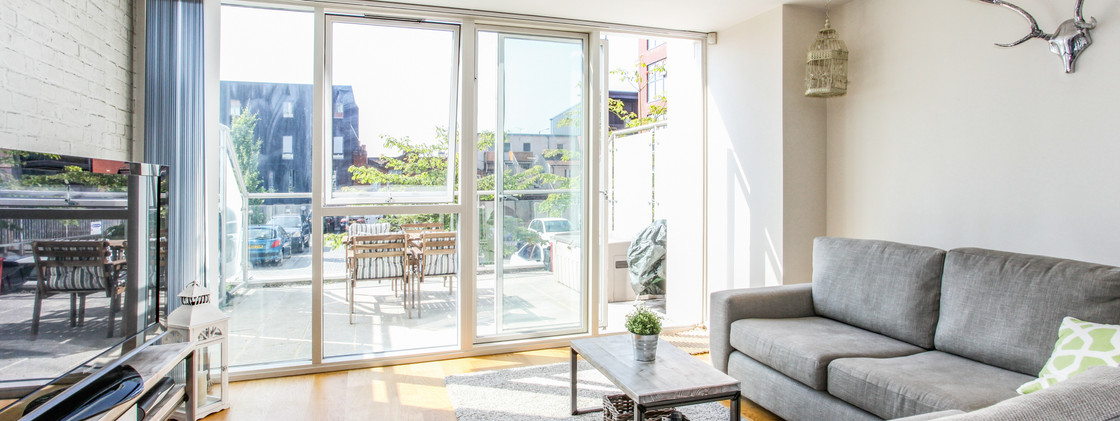 Modern Studio Apartment - Living Room - Banstead, Surrey 2020